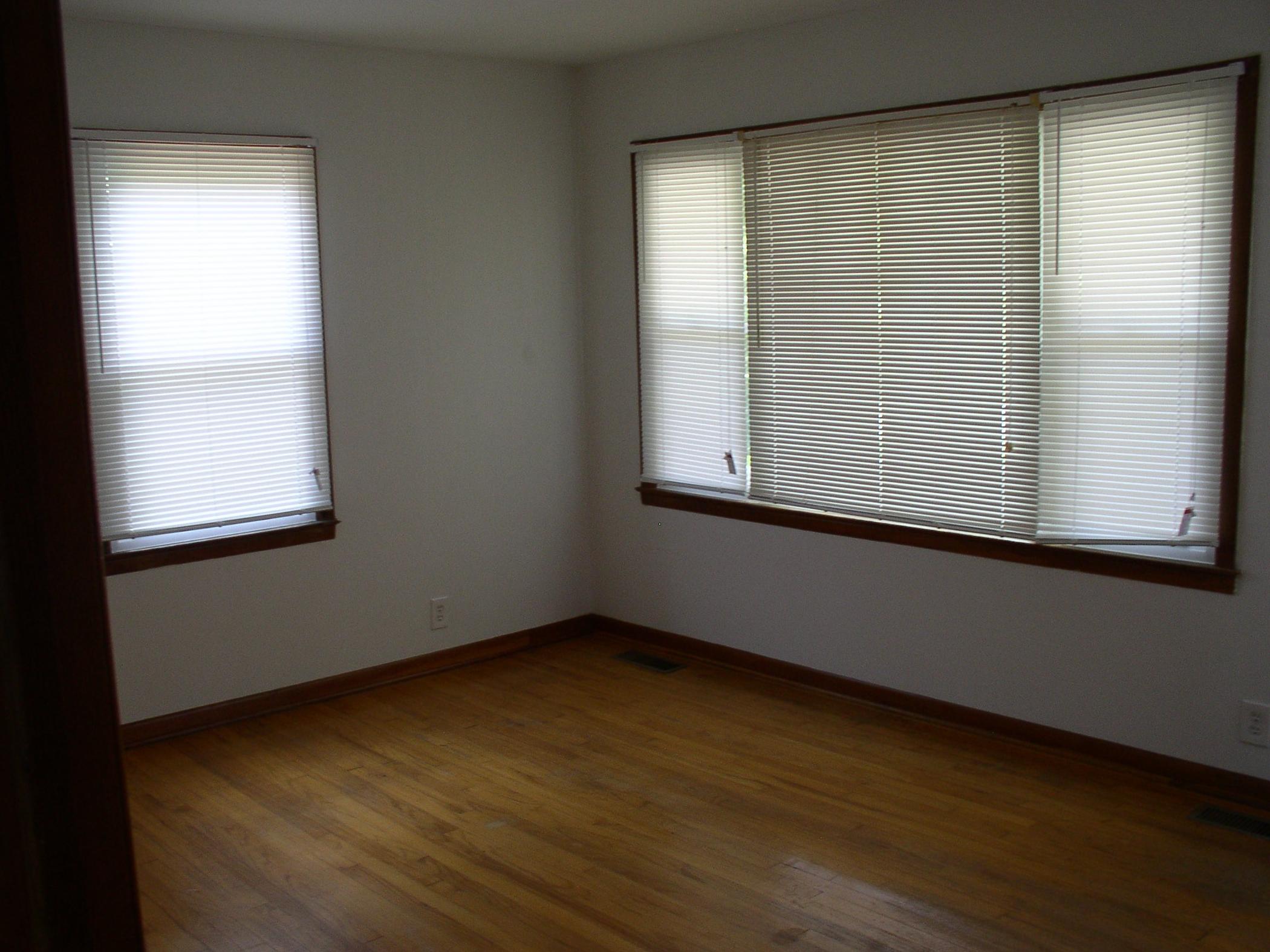 Short Mountain Living Room